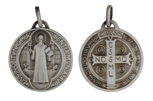 Avers et revers de la médaille de saint Benoît