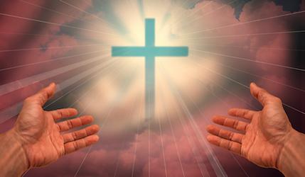 Signe de croix et mains