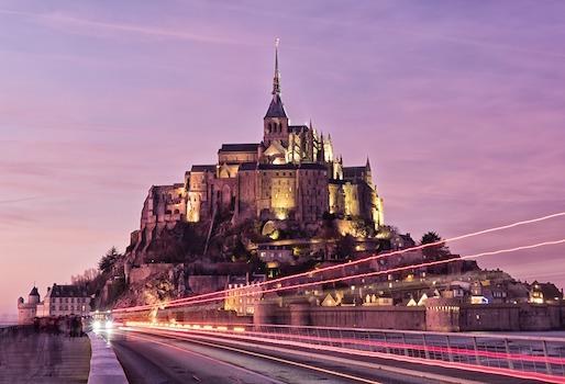 Le mont Saint-Michel dans l'obscurité