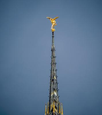 Flèche et statue de saint Michel