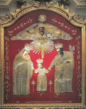 Le tableau de la sainte Famille tel qu'il présentait aux fidèles avec sa protection ou riza
