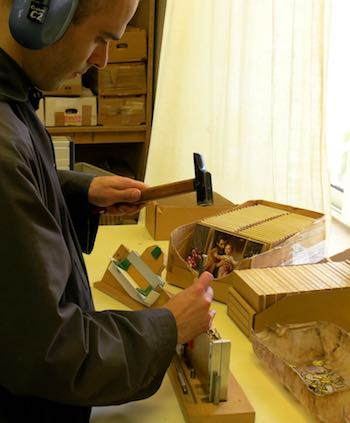 Iconen, triptieken en diptieken worden gemaakt door monniken
