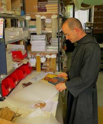 Kwaliteit religieuze artikelen (kruisbeeld, standbeelden, medailles, etc.)