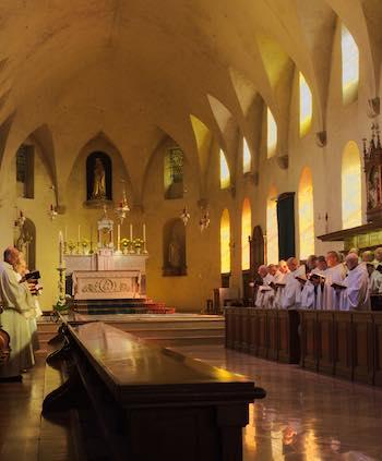 Winkel beheerd door de monniken van de abdij van Saint-Joseph de Clairval